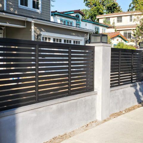 גדרות-גדר פרופילים 24 משולב פסים