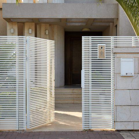 שערים-שער הייטק צף פסים לבן