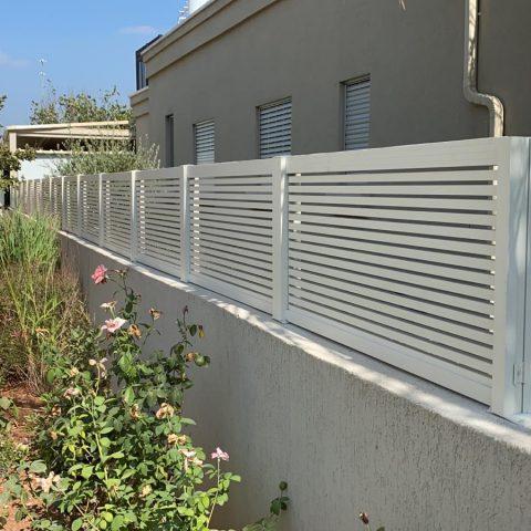 גדרות-גדר אלומיניום פרופילים לבן