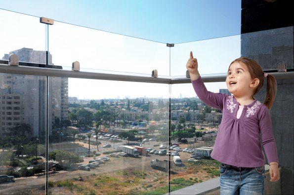 הגבהת מעקה זכוכית – מחיר למטר דגם 6